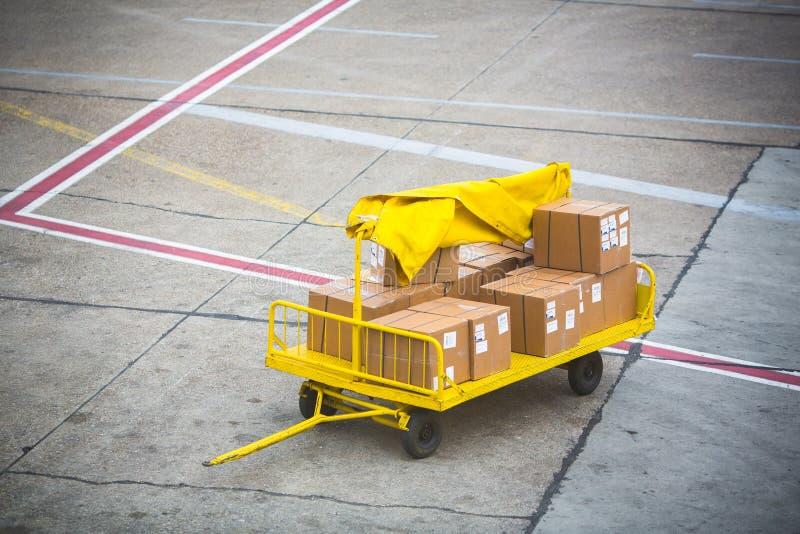Ladung für ein Flugzeug stockfotografie