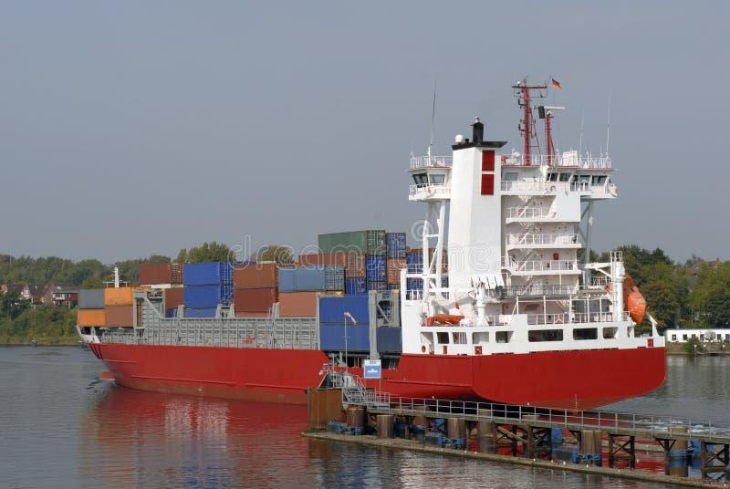 LadungContainerschiff stockbild