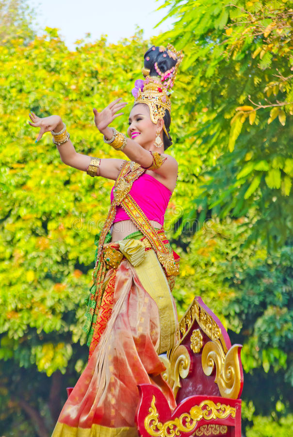 Download Lady Dance At Chiangmai Flower Festival 36th. Editorial Image - Image: 23199165