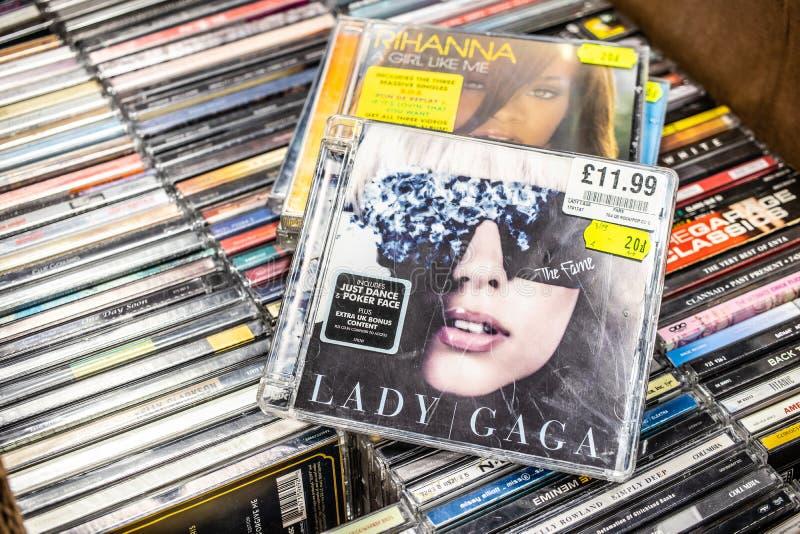 Lady Gaga cd album sława 2008 na pokazie dla sprzedaży, sławnego Amerykańskiego piosenkarza i kompozytora, fotografia royalty free