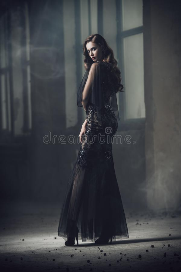 Free Lady In Empty Building Royalty Free Stock Photo - 131893105