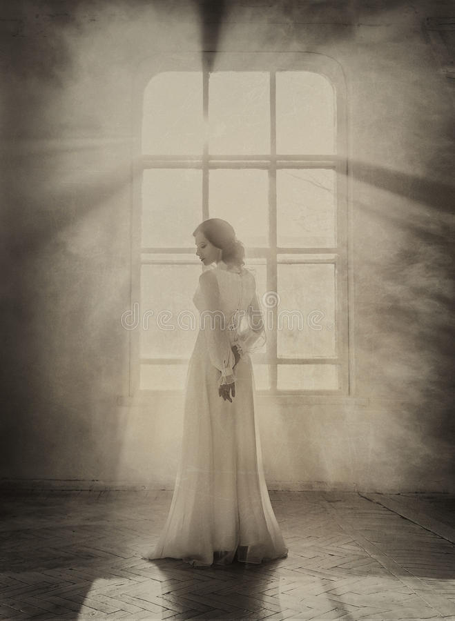 Free Lady In White Vintage Dress Stock Photography - 68800272