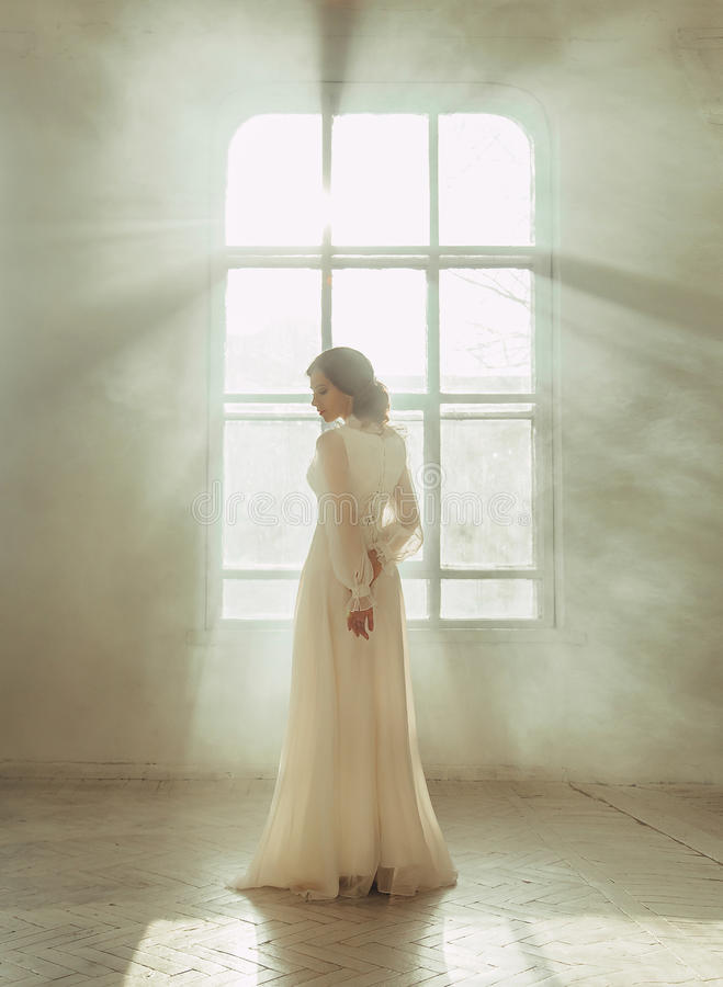 Free Lady In White Vintage Dress Stock Photography - 68800802
