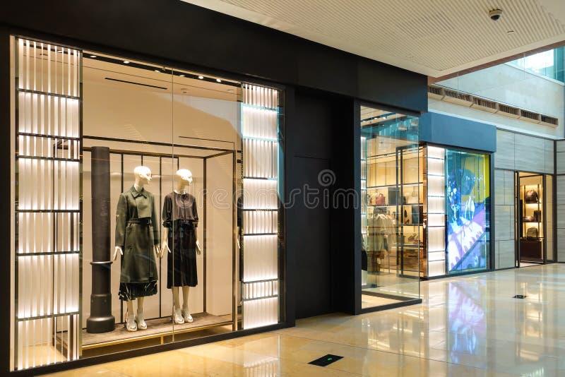 Lady Kleidershop Mannequin Front Shopping Mall stockfotografie