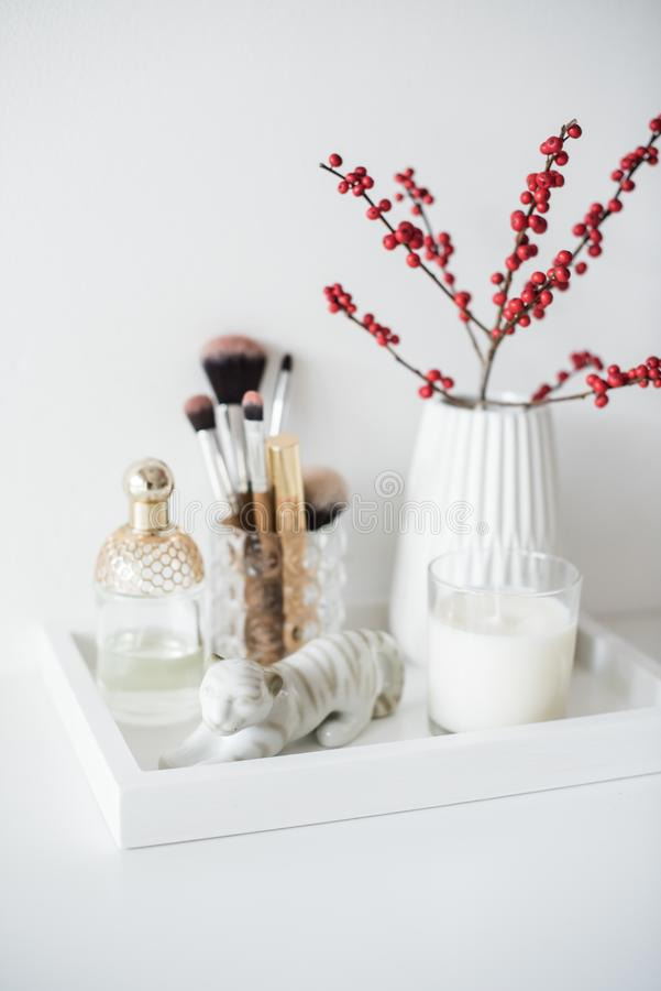Free Ladys Dressing Table Decoration With Flowers, Beautiful Details, Stock Photography - 103413492