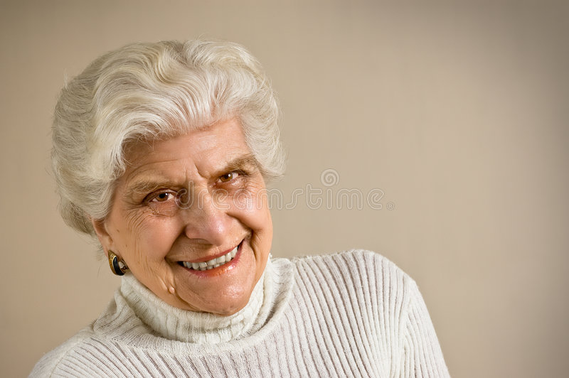 ladyståendepensionär arkivfoton