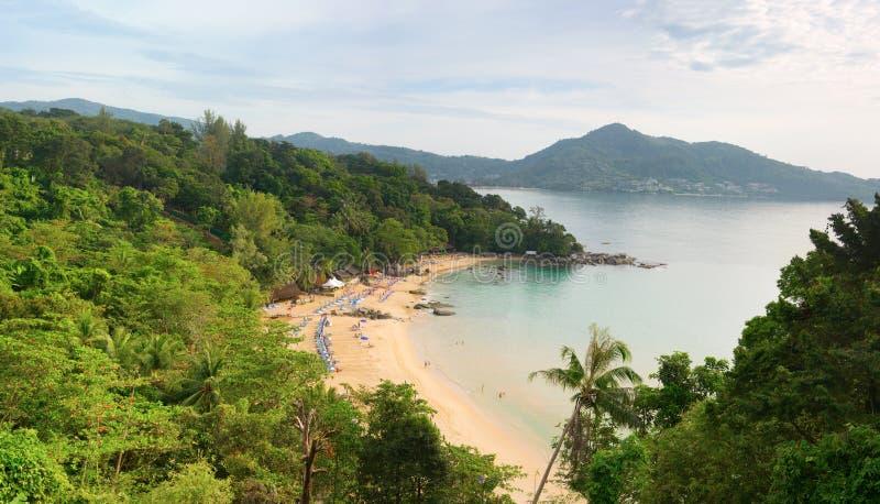 Laem canta la playa, isla de Phuket, Tailandia Visión superior imagen de archivo