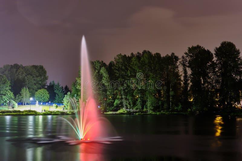 Lafarge jawnego parka jeziorna fontanna w Coquitlam mieście, Wielki Vancouver, BC, Kanada obraz royalty free