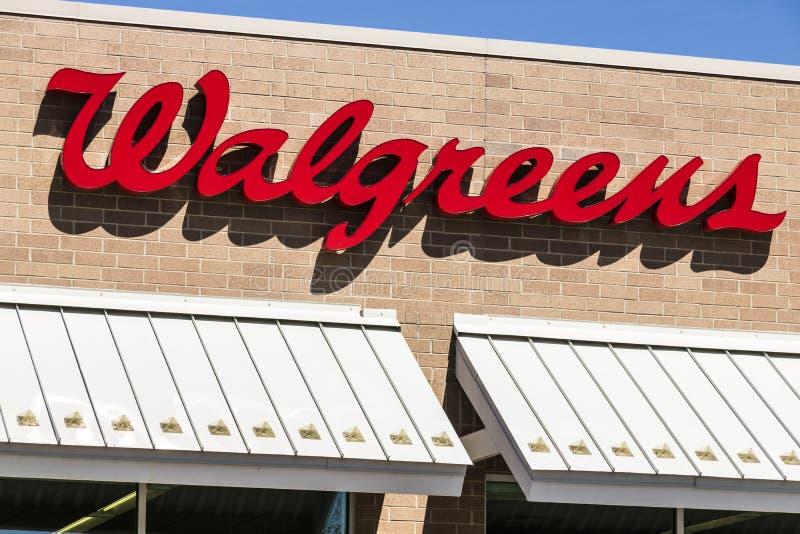 Lafayette - cerca do abril de 2017: Lugar do retalho de Walgreens Walgreens é uma companhia farmacéutica americana XI imagens de stock royalty free