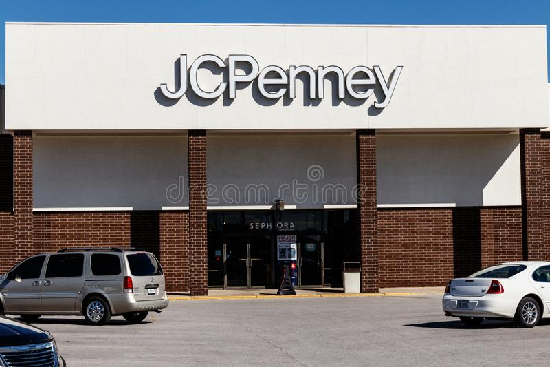 Lafayette - cerca do outubro de 2018: JC Penney Retail Mall Location JCP é um varejista do fato e da mobília para a casa V foto de stock royalty free
