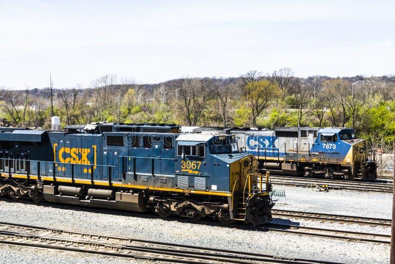 Lafayette - circa aprile 2017: Treno locomotivo di CSX CSX fa funzionare la ferrovia della classe A I negli Stati Uniti IV immagine stock