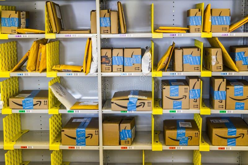 Lafayette - Circa Februari 2017: De Opslag van Amazonië in Purdue De klanten van een baksteen-en-mortieropslag kunnen producten v stock afbeelding
