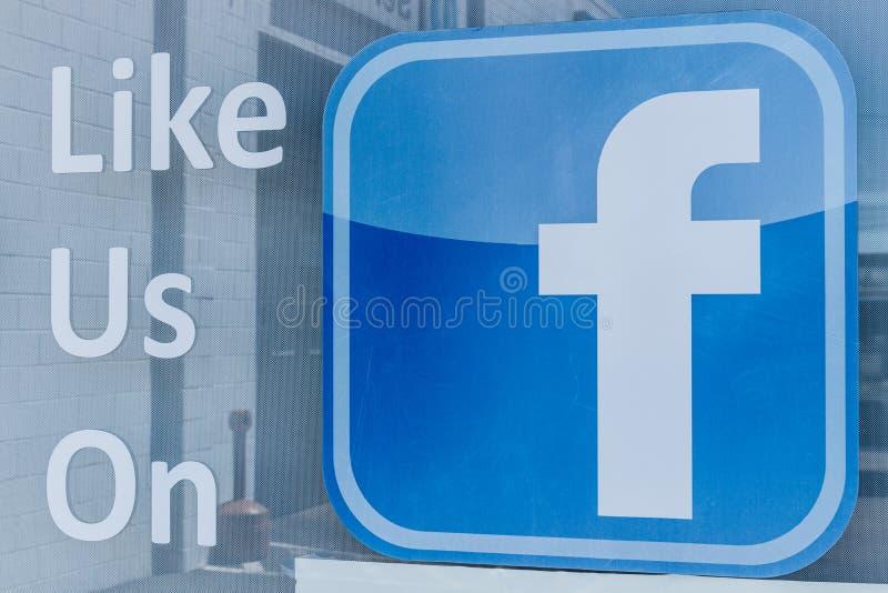 Lafayette - circa im April 2018: Facebook-Logo, das um Gleiche außerhalb eines Geschäfts bittet Facebook ist unter genauer Unters stockfotos