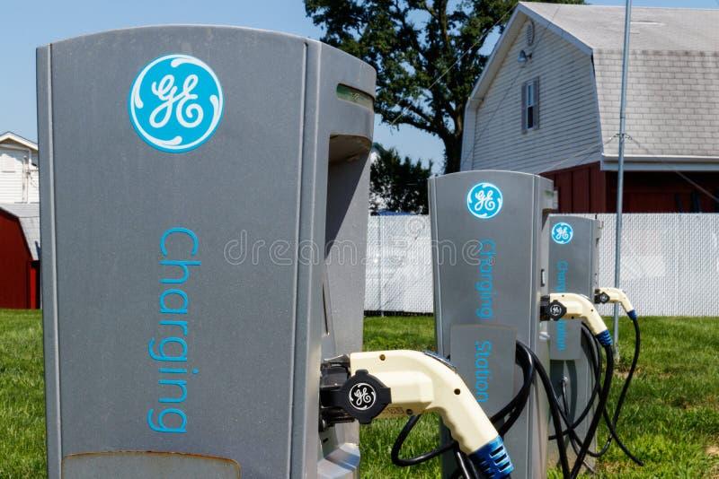 Lafayette - circa im Juli 2018: GE-Elektro-Mobil-Ladestation Die Ladestation bietet Neuladen von Elektro-Mobilen V an lizenzfreies stockbild