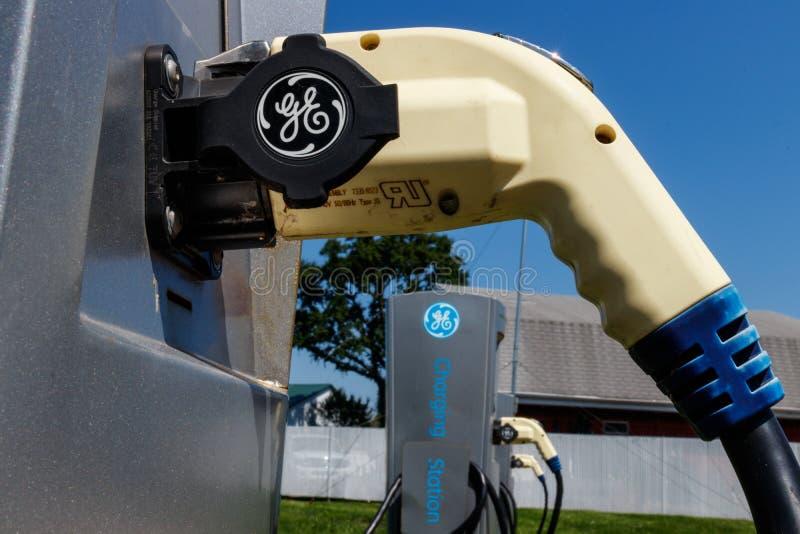 Lafayette - circa im Juli 2018: GE-Elektro-Mobil-Ladestation Die Ladestation bietet Neuladen von Elektro-Mobilen VII an stockbilder