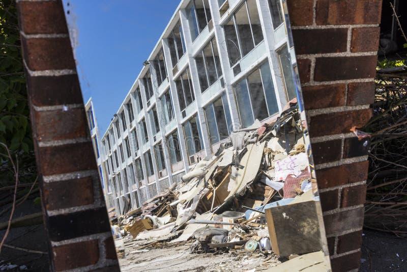 Lafayette - circa im Juni 2017: Verlassenes Hotel-Eigentum, Vandalen und Diebe haben viele der Fernsehen und der Möbel I gestohle stockfotografie