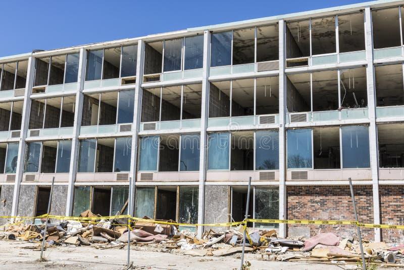 Lafayette - vers en juin 2017 : La propriété d'hôtel, les vandales et les voleurs abandonnés ont volé beaucoup des télévisions et photographie stock