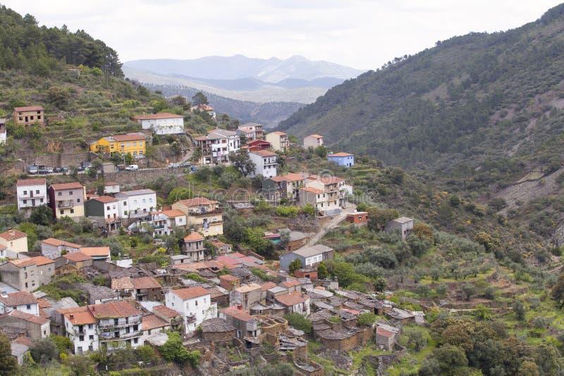 LaFragosa by i Las Hurdes, Extremadura region royaltyfri bild