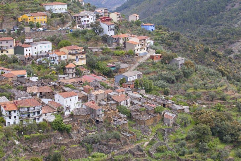 LaFragosa by i Las Hurdes, Extremadura region royaltyfri fotografi