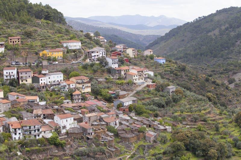 LaFragosa by i Las Hurdes, Extremadura region royaltyfria bilder