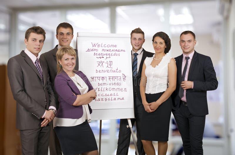 Lag av sex välkomnanden för affärskonsulenter arkivbilder