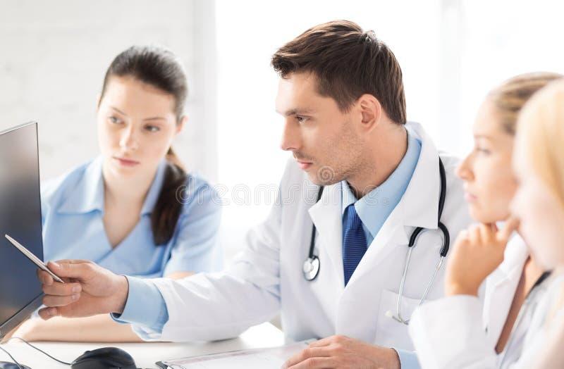 Lag eller grupp av att arbeta för doktorer arkivbilder