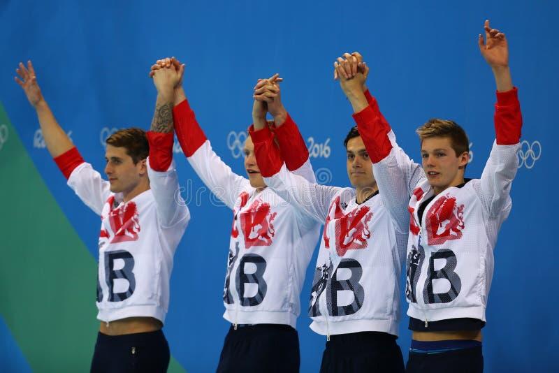 Lag för relä för medley för Storbritannien man` s 4x100m Chris Walker-Hebborn, Adam Peaty, James Guy, Duncan Scott under medaljce arkivfoton