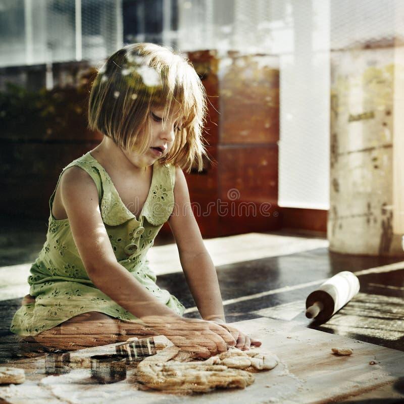 Laga mat att baka för ungekakor baka begreppet royaltyfri fotografi