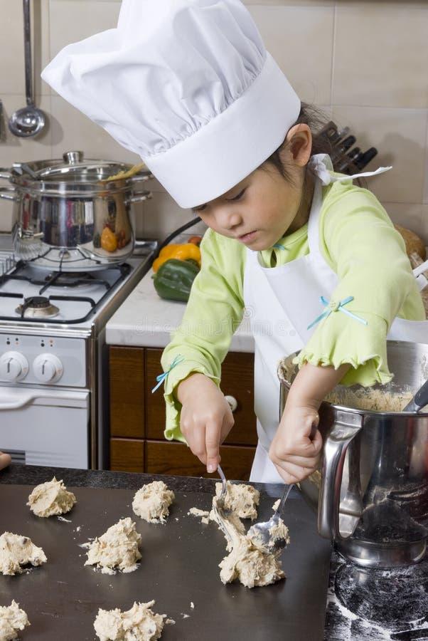 laga mat för barn arkivbilder