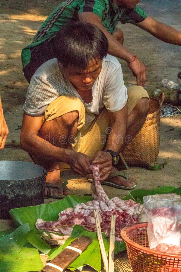 Laga mat lunch för byn Laos arkivbilder