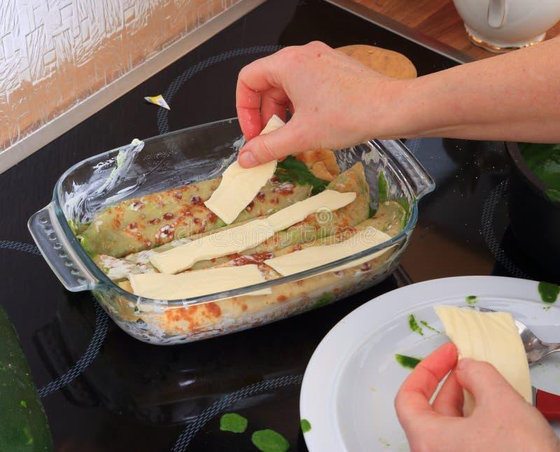 Laga mat Purs band av ost på sjalar