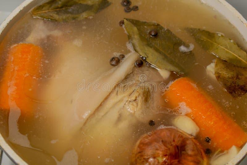 Laga mat svartpeppar för löken för gelégrisköttmoroten arkivfoto