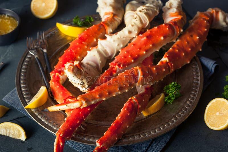 Lagad mat organisk alaskabo konung Crab Legs arkivfoto