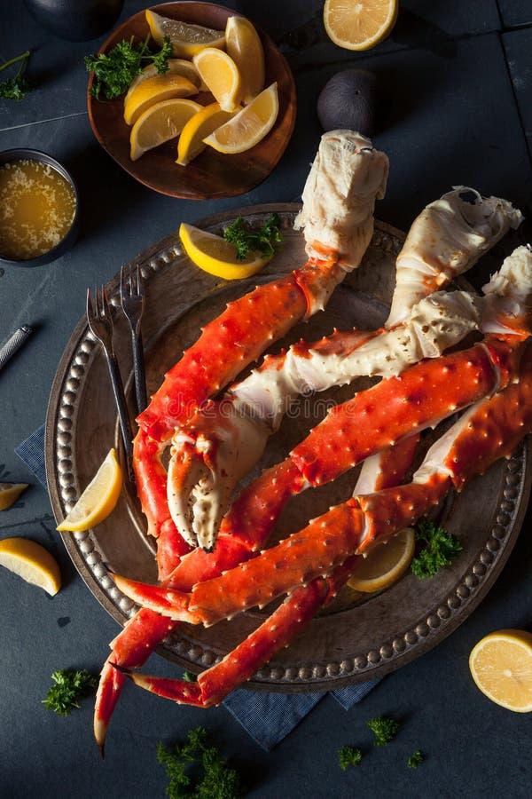 Lagad mat organisk alaskabo konung Crab Legs fotografering för bildbyråer