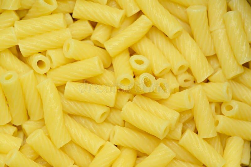 Lagad mat pasta i form av rör royaltyfria foton
