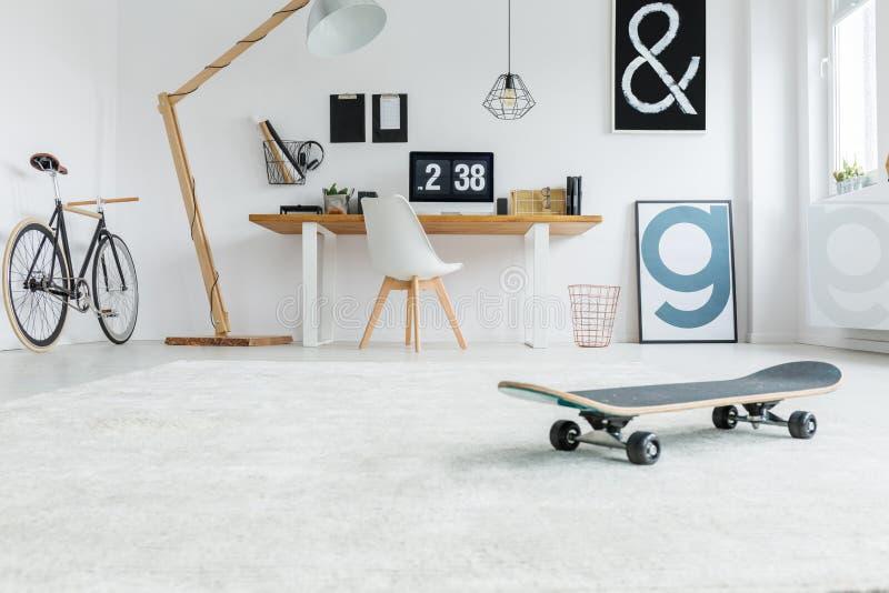 Lage hoek van minimalistische ruimte royalty-vrije stock foto