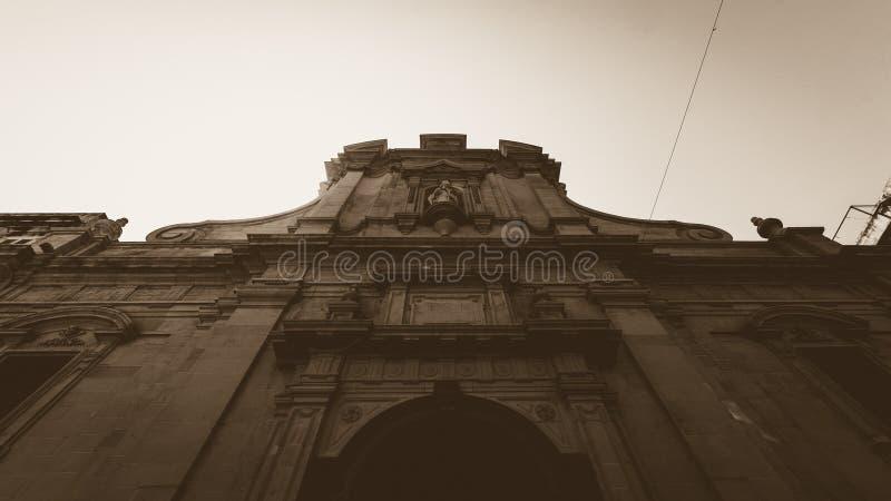 Lage hoek van St Nicholas Church Valletta Malta royalty-vrije stock afbeelding