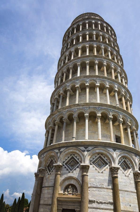 Lage hoekmening van een toren royalty-vrije stock fotografie