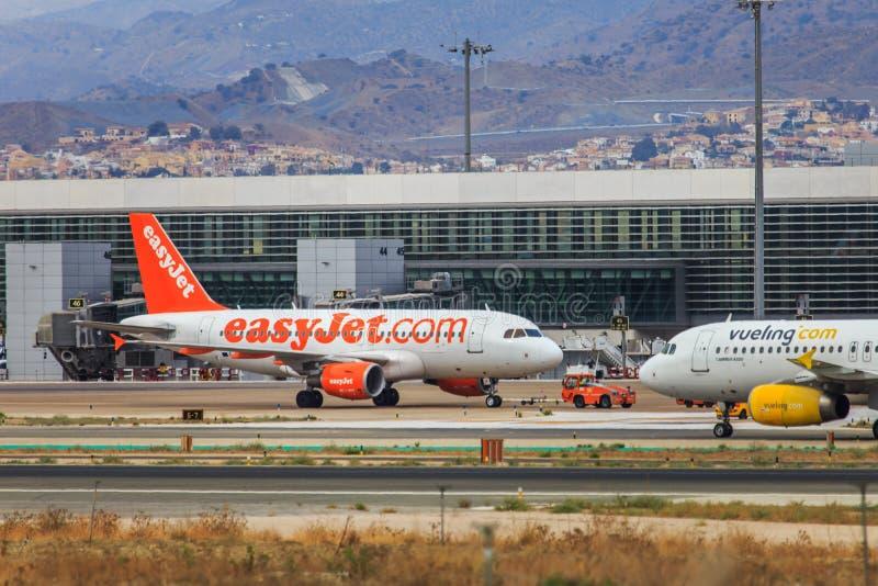 Lage kostenluchtvaartlijnen Easyjet en Vueling stock afbeeldingen