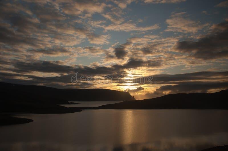 Lage `-middernacht` zon en wolk van Nordkapp, Noorwegen royalty-vrije stock foto's