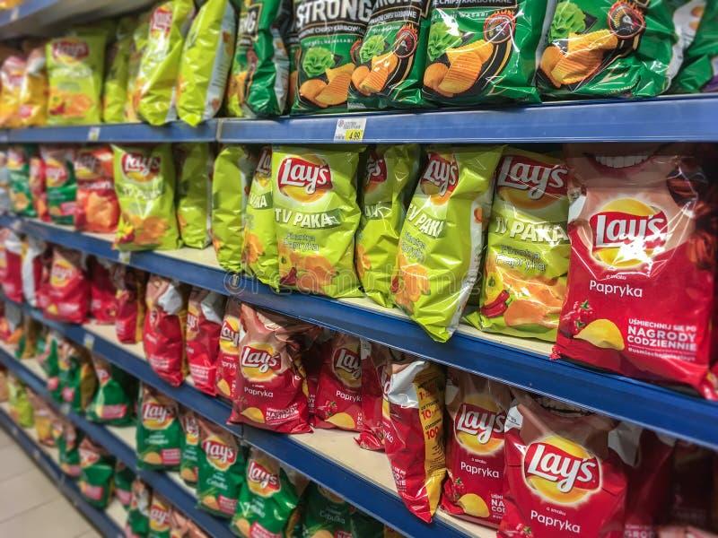 Lage ` s Chips auf Ladenregalen lizenzfreie stockbilder