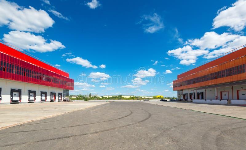 Lager auf einem Hintergrund des blauen Himmels lizenzfreie stockfotografie
