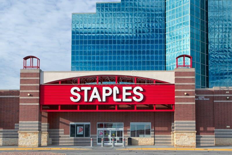 Lager för Staples kontorstillförsel royaltyfri fotografi