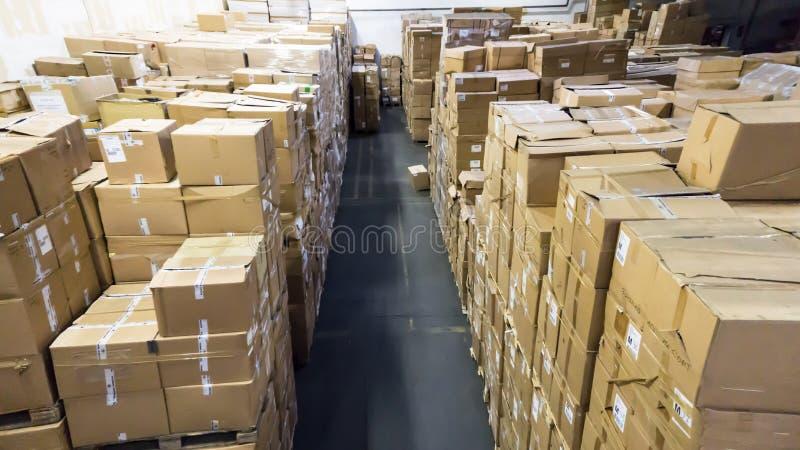 lager Lager magasin affär för korridorlådamateriel arkivfoto