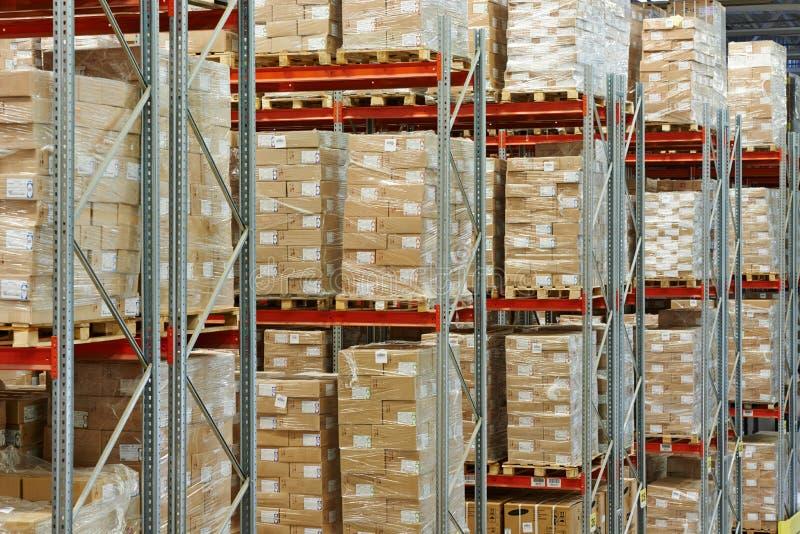 Lager mit Vorräten an Waren und Waren lizenzfreie stockbilder