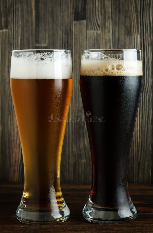 Lagerbier en donker bier royalty-vrije stock fotografie
