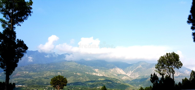 Lagere Himalayan-bergenwaaier in khaghan vallei royalty-vrije stock afbeelding