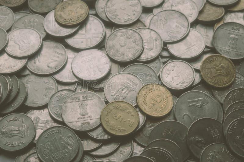 Lagerföra 1, 10, för metallmynt för indisk rupie 5 bakgrund fotografering för bildbyråer