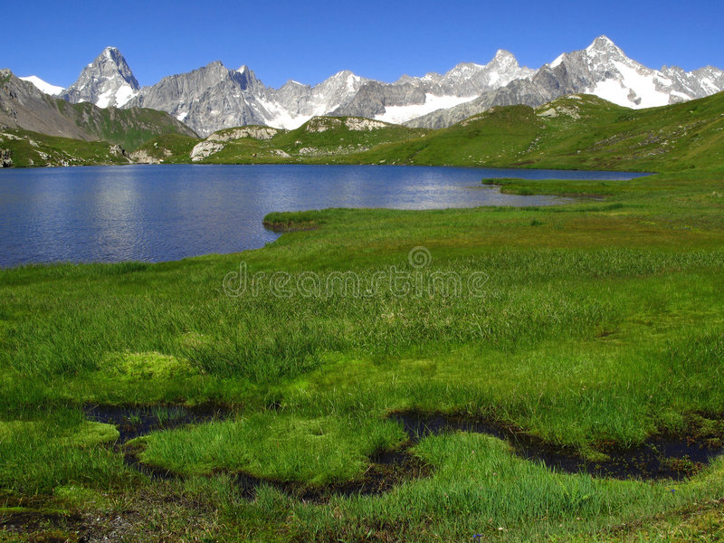 Laghi 2, alpi europee Fenetre fotografia stock libera da diritti