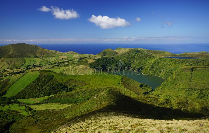 Laghi in crateri vulcanici sull'isola del Flores, Azzorre fotografia stock
